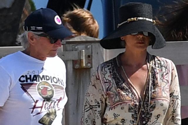 Кэтрин Зета-Джонс и Майкл Дуглас проводят летние каникулы в Сен-Тропе