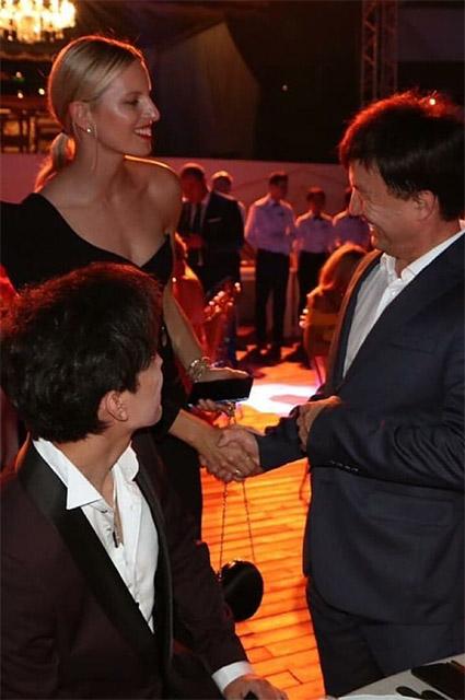 Каролина Куркова с гостями праздника