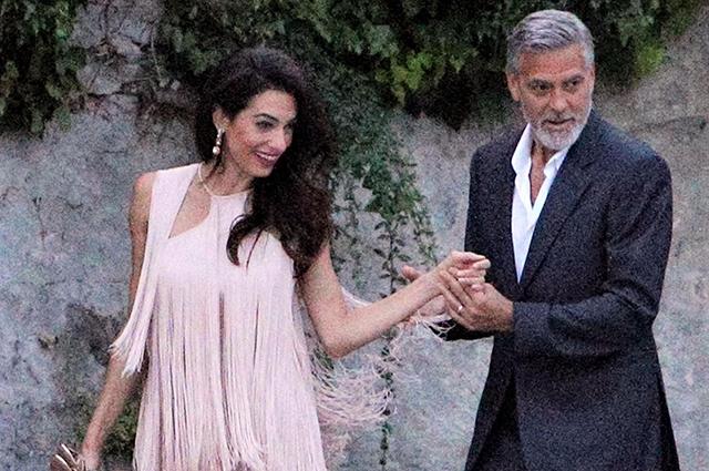 Итальянские каникулы: Амаль и Джордж Клуни гостят на озере Комо