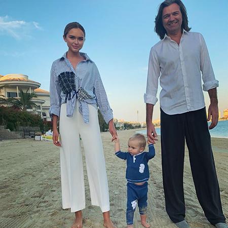 Стефания Маликова с братом Марком и отцом Дмитрием