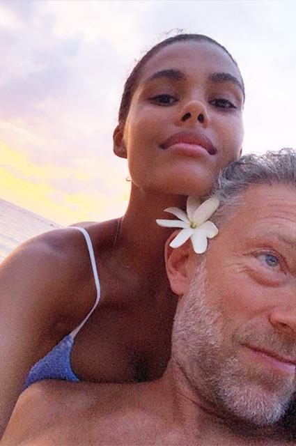 Серфинг и романтика: Венсан Кассель и Тина Кунаки отдыхают на Гавайях