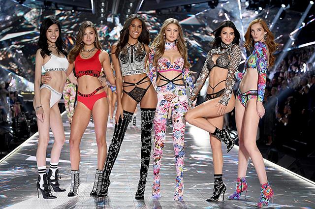 Модели требуют перемен: Милла Йовович, Даутцен Крез и другие подписали петицию против харассмента в Victoria's Secret