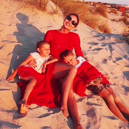 Ляйсан Утяшева с дочерью Софией и сыном Робертом