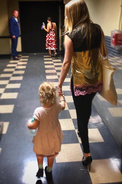 Аманда Сейфрид поделилась редким фото с двухлетней дочерью Ниной