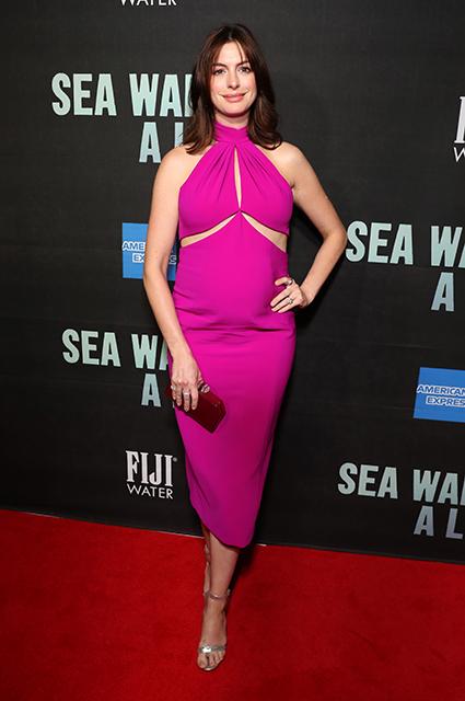 Беременная Энн Хэтэуэй на премьере спектакля в Нью-Йорке
