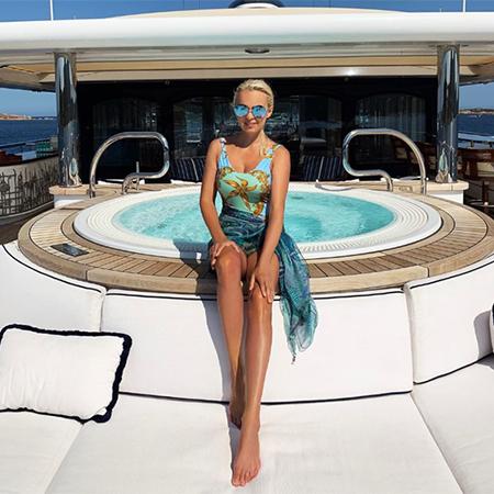 Лето на «Сплетнике»: Анна Седокова, Дарья Мороз, Джей Ло и другие постят фото с отдыха