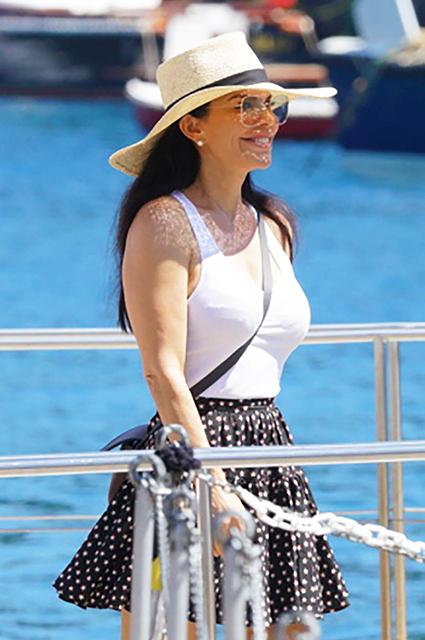 Самый богатый человек в мире Джефф Безос путешествует по Европе со своей возлюбленной Лорен Санчес