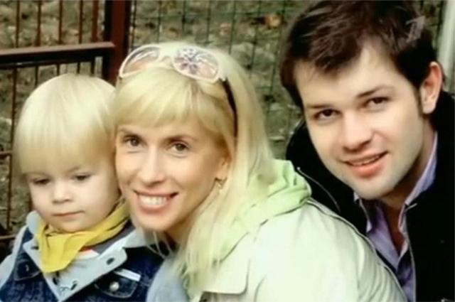 Дмитрий Мирошниченко и Алена Свиридова с сыном Григорием