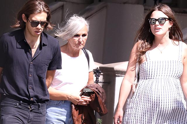 Беременная Кира Найтли с мужем и мамой на шопинге в Лондоне