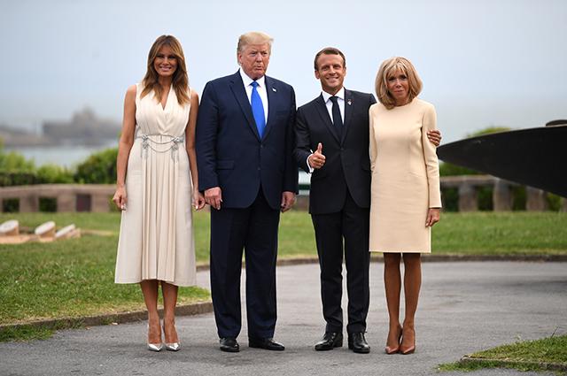 Президент США Дональд Трамп с супругой Меланией и президент Франции Эммануэль Макрон с супругой Брижит