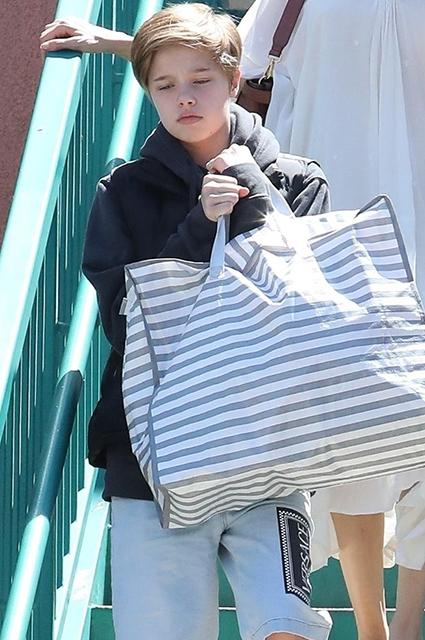 Анджелина Джоли с детьми на шопинге в Лос-Анджелесе: новые фото