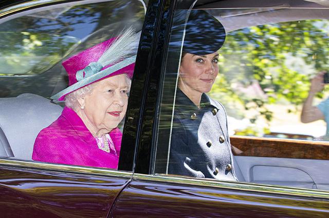 Кейт Миддлтон, принц Уильям, королева Елизавета II и другие монархи на воскресной службе в Балморале