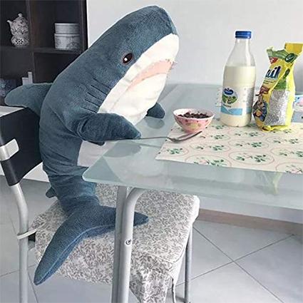 Гаджеты, картонная Бузова, плюшевые акулы и Balenciaga: что россияне чаще всего покупают в интернете