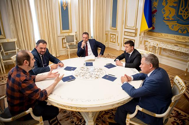 Владимир и Елена Зеленские встретились с Милой Кунис, Эштоном Катчером и Робин Райт в Киеве
