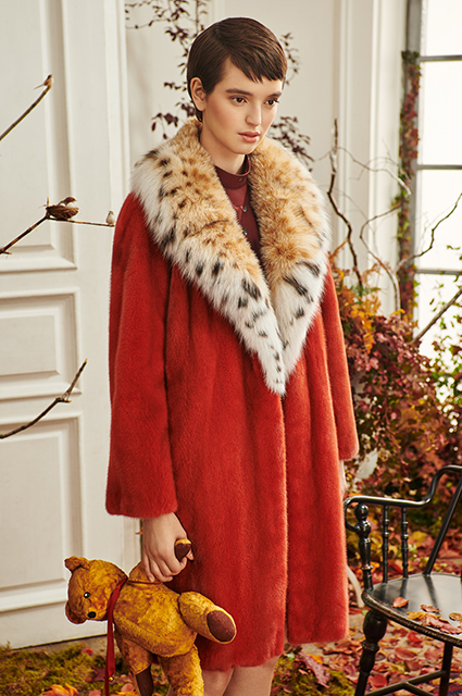 Баухаус, power dressing от Зендаи и гардероб путешественниц: смотрим новые осенние лукбуки