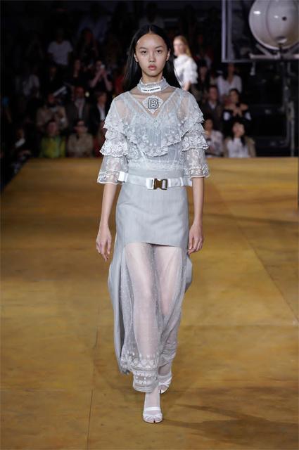 Неделя моды в Лондоне: Ирина Шейк, Алеся Кафельникова, сестры Хадид на показе Burberry