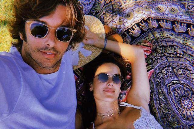 Солнце, регги и любовь: Алессандра Амбросио и Николо Одди на музыкальном фестивале в Малибу