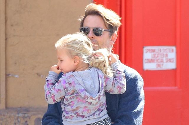 Брэдли Купер замечен на прогулке с дочерью Леей в Нью-Йорке