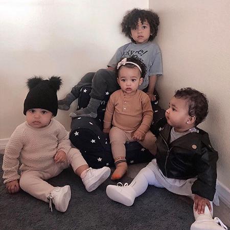 Чикаго Уэст с братом и сестрами