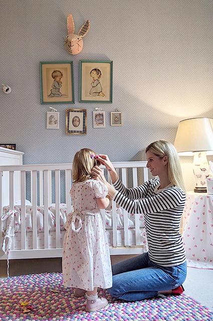 Ники Хилтон опубликовала редкую фотографию с мужем Джеймсом Ротшильдом и дочерьми