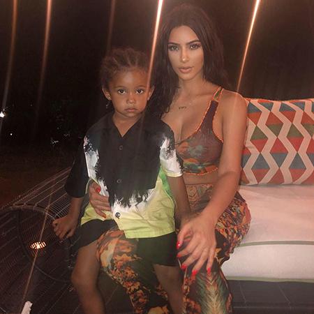 Ким Кардашьян поделилась в соцсети новой фотографией своего младшего сына