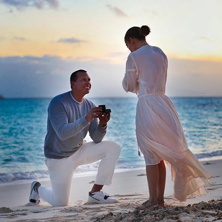 Дженнифер Лопес и Алекс Родригес показали свою помолвку на берегу океана