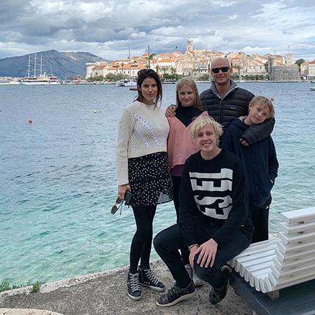 Морган Снайдер и Джастин Портман с его детьми