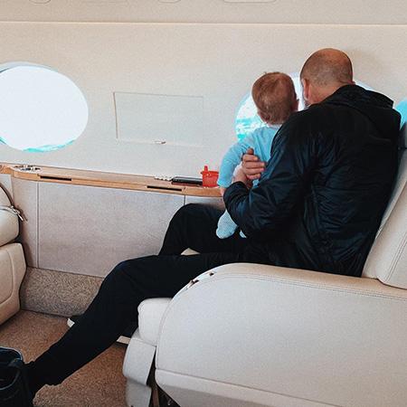 Рози Хантингтон-Уайтли и Джейсон Стэтхем с сыном вернулись домой из отпуска на островах