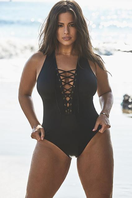 Эшли Грэм о своей коллекции бикини plus-size: «Стала выпускать купальники, потому что не могла купить их своего размера»