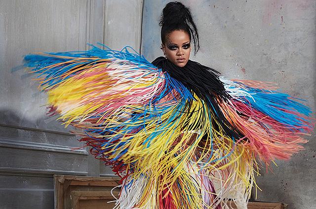 Райская птица: Рианна снялась в яркой фотосессии Harper's Bazaar