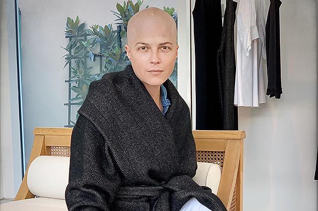 Стильная и неунывающая: Сэльма Блэр поделилась своими фотографиями после курса химиотерапии