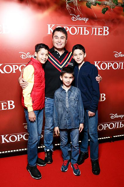 Арман Давлетьяров с детьми