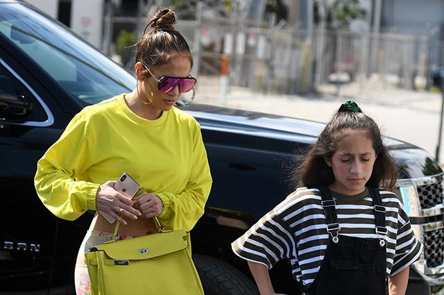 Спортивная мама: Дженнифер Лопес сходила на тренировку с дочерью
