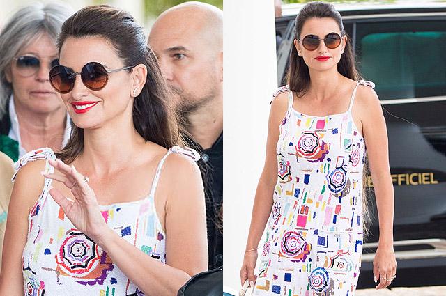 Летняя легкость: Пенелопа Крус в мини-платье на улице Канн