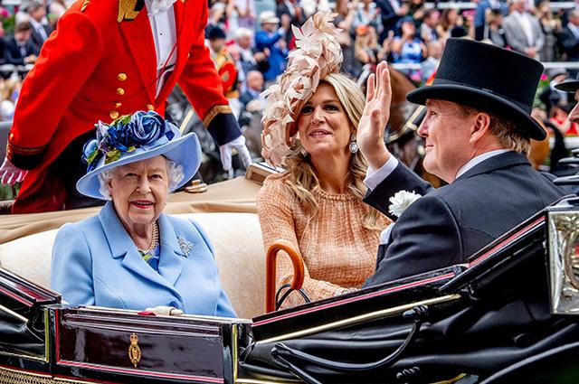 Королева Елизавета II и король Нидерландов Виллем-Александр с супругой королевой Максимой