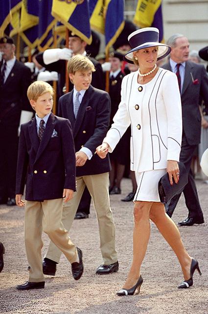 Принц Гарри, принц Уильям, принцесса Диана