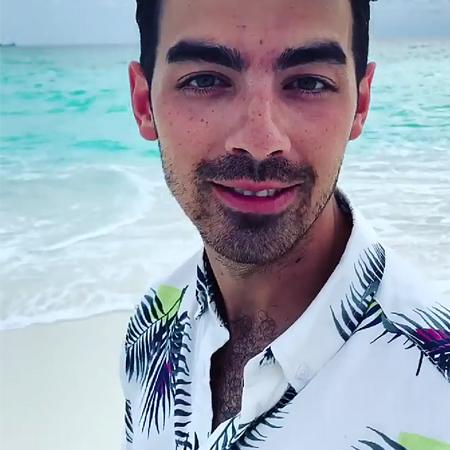 Пляжная романтика: Софи Тернер и Джо Джонас проводят медовый месяц на Мальдивах