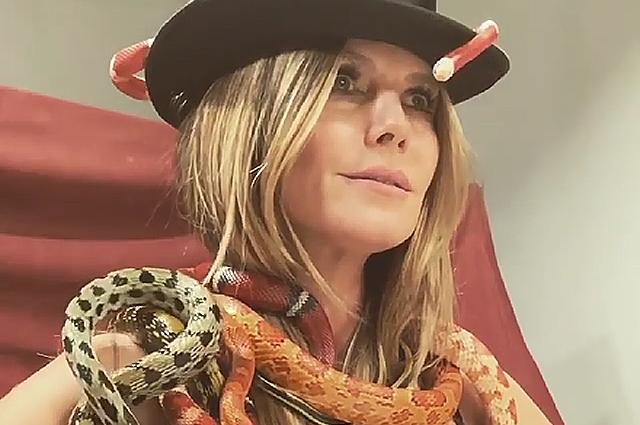 Хайди Клум устроила фотосессию с живыми змеями: видео