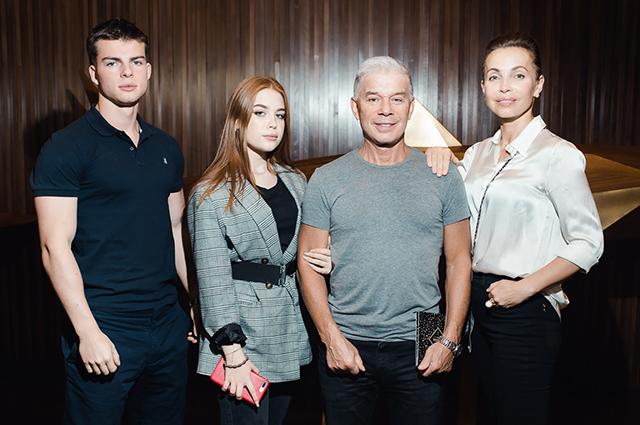 Олег Газманов с женой и детьми