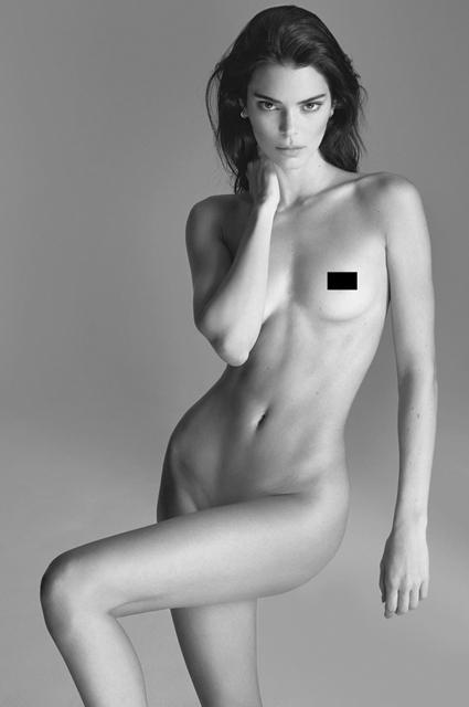 Кендалл Дженнер полностью обнажилась в фотосессии Мерта Аласа
