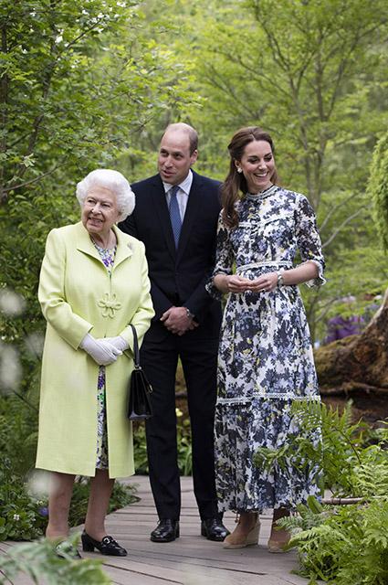 Королева Елизавета II, принц Уильям и Кейт Миддлтон