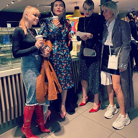 Ульяна Добровская, Рената Литвинова, Оксана Бондаренко с гостями показа