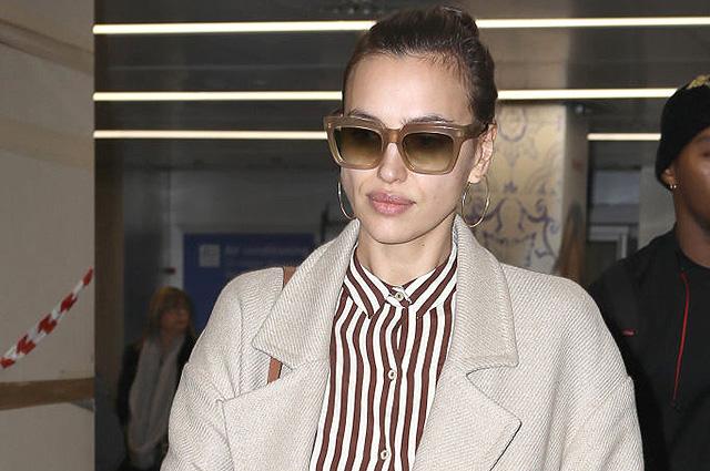 Ирина Шейк прилетела в Милан на Неделю моды: элегантный образ модели в аэропорту