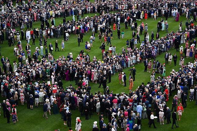Вечеринка в саду Букингемского дворца