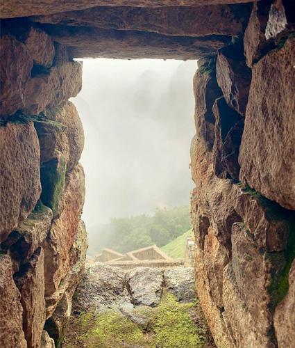 Миранда Керр и Эван Шпигель путешествуют по Перу и делятся колоритными снимками в сети