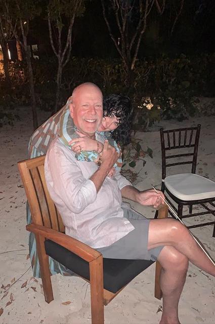 Деми Мур пришла на вторую свадебную церемонию Брюса Уиллиса и его жены Эммы Хеминг