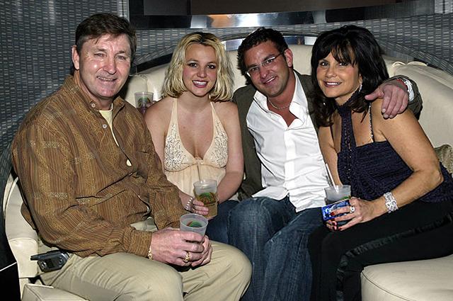 Бритни Спирс с отцом Джеймсом, братом Брайаном, матерью Линн