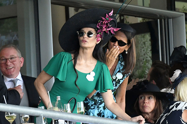 Голливудский гламур: Деми Мур посетила скачки Royal Ascot 2019