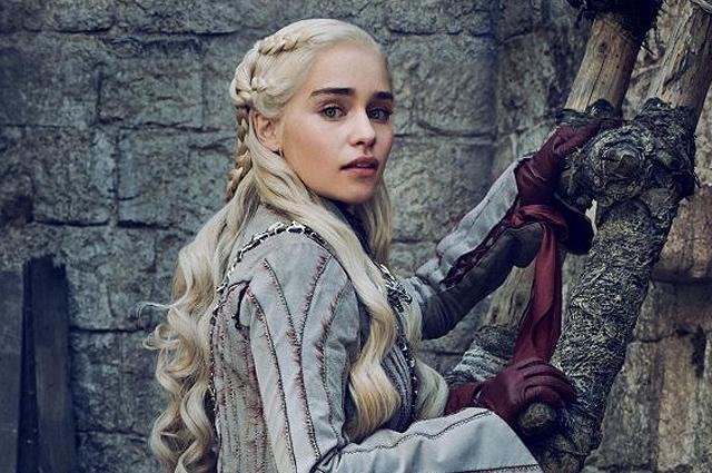 Фанатам на прощание: в сети появились кадры с бэкстейджа «Игры престолов»