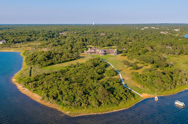 Барак Обама покупает поместье на острове Мартас-Винъярд за 15 миллионов долларов
